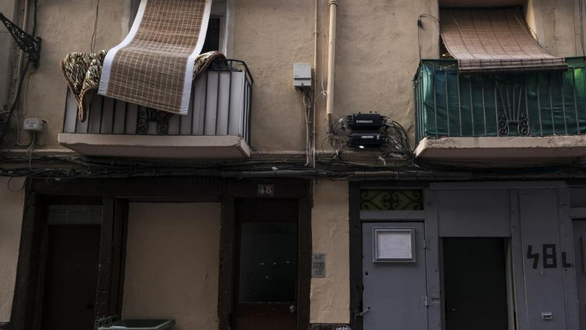 Habitação na rua Ramón Pignatelli, em Zaragoza, onde um bar clandestino foi desmontado.